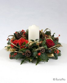 Christmas, festive, table, arrangement, wreath, candle,  red, gold, flowers, florist, Gravesend, delivery