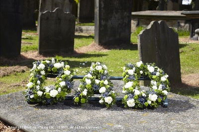 Dad, daddy, father, funeral, letters, flowers, tribute, wreath, Gravesend, florist, delivery