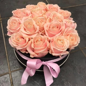 Hatbox, Rose, special, birthday, anniversary, proposal, Gravesend, Florist, Flower, delivery