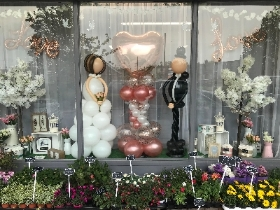 Bride, groom, sculpture, wedding, couple, balloons, florist, gravesend, northfleet, kent