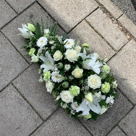White, lily, spray, Funeral, sympathy, wreath, tribute, flowers, florist, gravesend, Northfleet, Kent, london