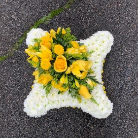 Yellow, white, based, Funeral, sympathy, wreath, tribute, flowers, florist, gravesend, Northfleet, Kent, london
