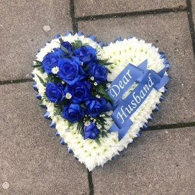 White, blue, dyed, roses, heart, Funeral, sympathy, wreath, tribute, flowers, florist, gravesend, Northfleet, Kent, london