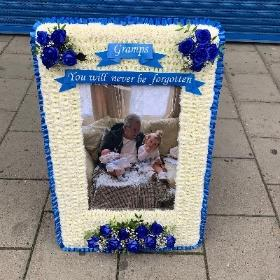 Gypsy, traveller, photo, picture, frame, Funeral, sympathy, wreath, tribute, flowers, florist, gravesend, Northfleet, Kent, london